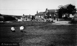 Ainthorpe, The Fox And Hounds c.1960