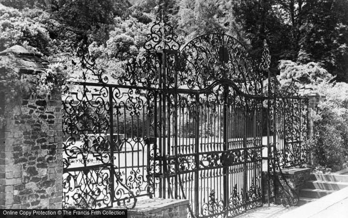Photo of Albury, Park, Ornamental Gates 1890