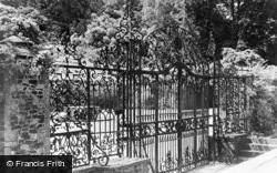 Albury, Park, Ornamental Gates 1890