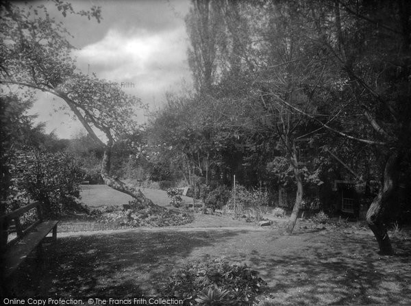 Photo of Albury, The Drummond Arms Garden 1924