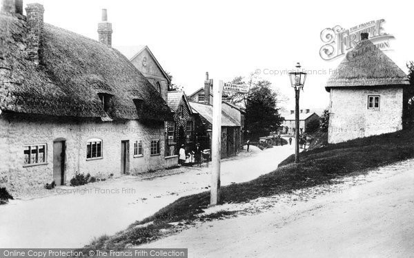 Photo of Aldbourne, Lottage 1912