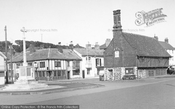 Photo of Aldeburgh, Memorial And Moot Hall c.1955