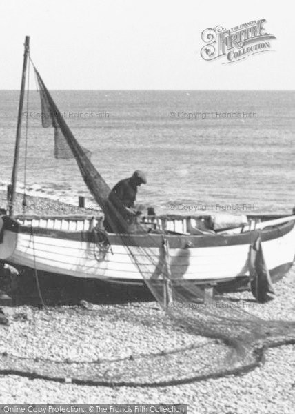 Photo of Aldeburgh, Mending The Net c.1955