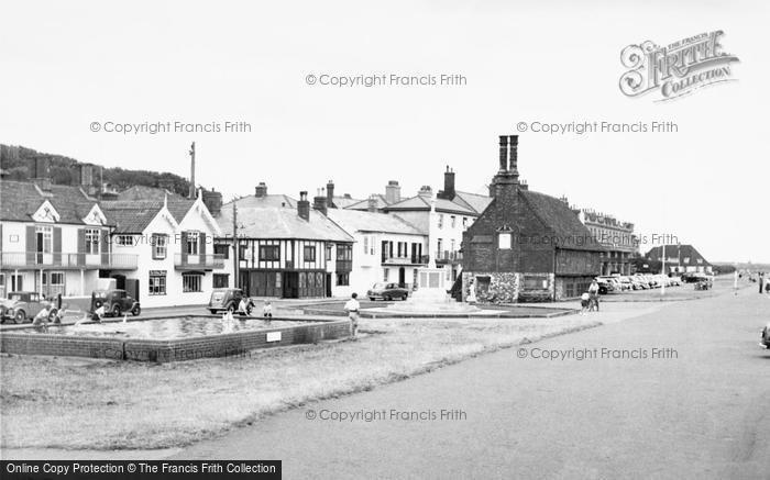 Photo of Aldeburgh, Moot Hall And Promenade c.1955
