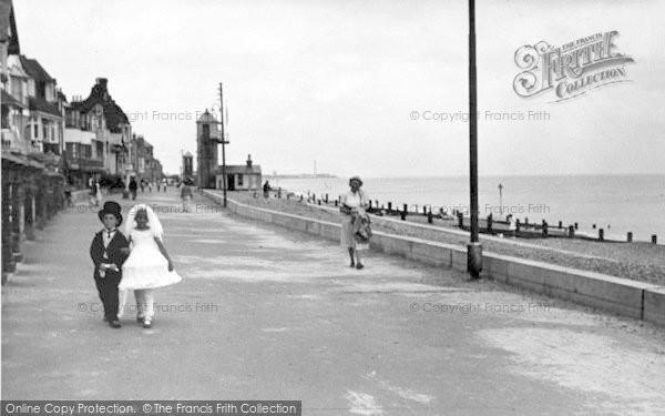 Photo of Aldeburgh, South Parade c.1950