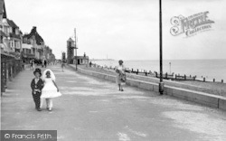 Aldeburgh, South Parade c.1950