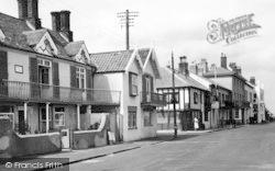 Aldeburgh, The White Lion c.1950