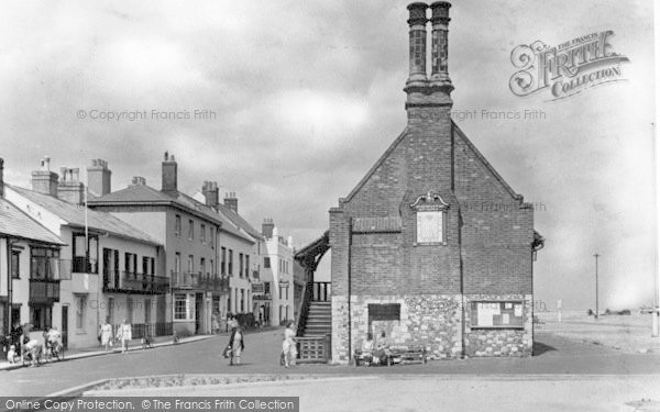 Photo of Aldeburgh, Town Hall c.1950