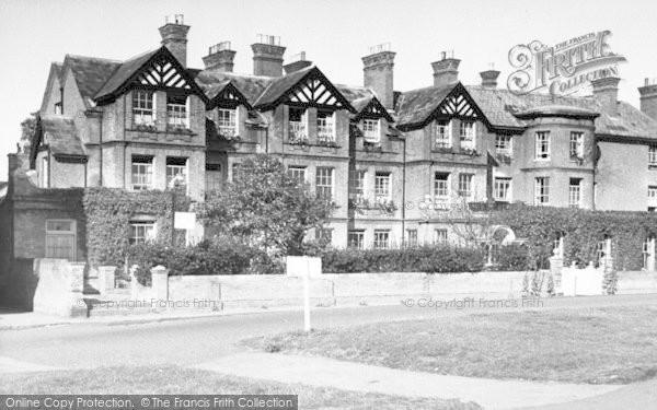 Photo of Aldeburgh, Wentworth Hotel c.1955