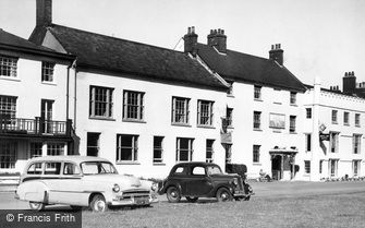 Aldeburgh, White Lion Hotel c1955