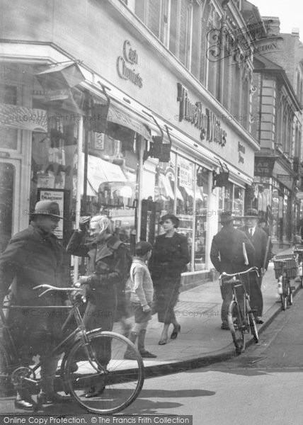Photo of Aldershot, Union Street, People 1935