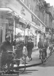 Aldershot, Union Street, People 1935