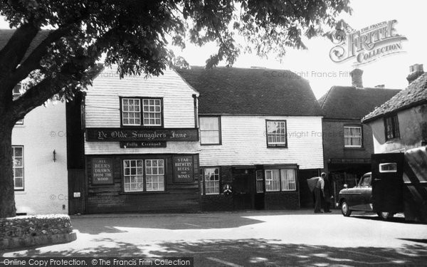 Photo of Alfriston, Ye Olde Smuggler's Inne c.1960