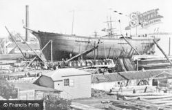 Alloa, A Launching At Mcleod's Boatyard c.1900