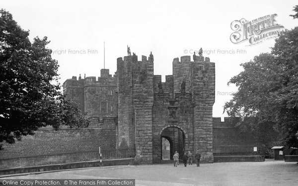Photo of Alnwick, the Gatehouse c1955, ref. A223010