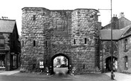 Alnwick, the Hotspur Gate c1950