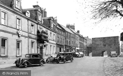 Alnwick, The White Swan Hotel And Hotspur Tower 1948