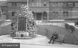 Crown Close, The Cairn War Memorial 1927, Alton