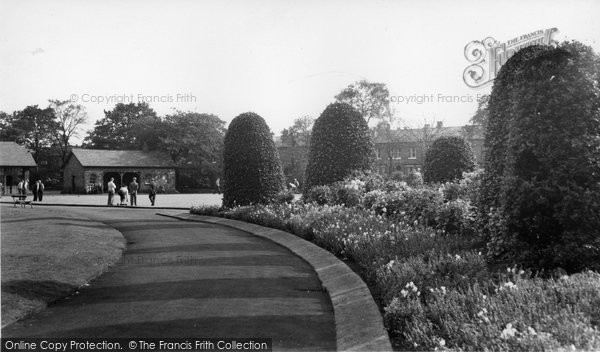 Photo of Altrincham, Bowling Green, Stamford Park c.1960