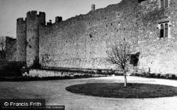 Castle 1950, Amberley