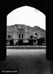 Castle Through Arch 1950, Amberley