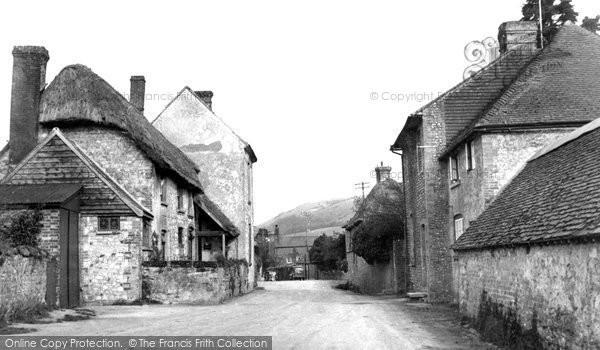 Photo of Amberley, The Village c.1950