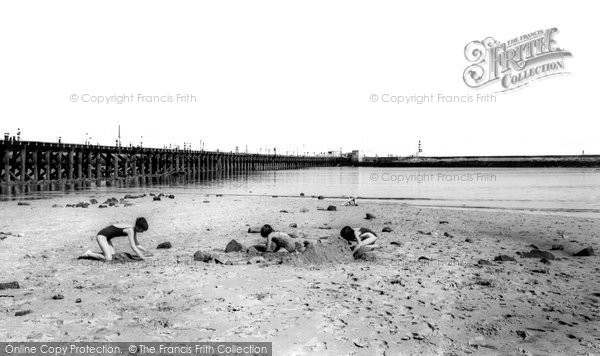 Amble, The Beach c.1965