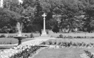 Amersham, The Garden Of Remembrance Memorial c.1955