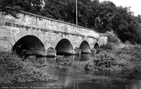 Photo of Amesbury, Queensbury Bridge c.1955