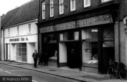 Ampthill, W B Moss & Sons And Consumers Tea Co. c.1965
