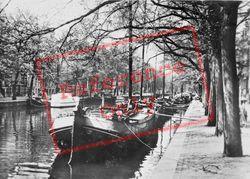 Canal Scene c.1920, Amsterdam