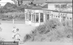 Children By The Palm Court Café c.1955, Anderby Creek