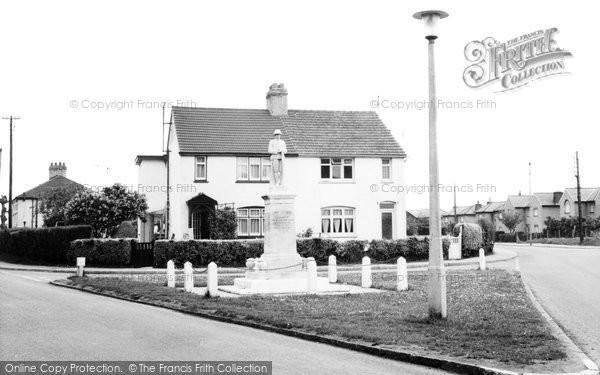 Arlesey, The Memorial c.1960