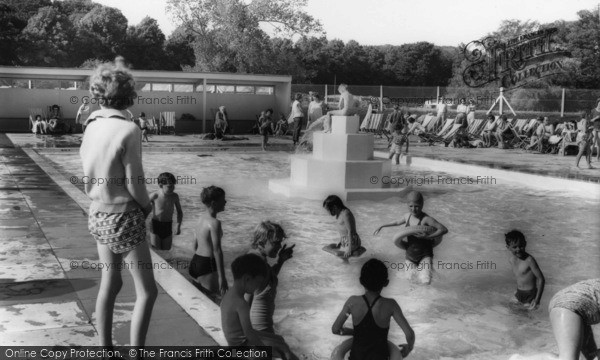 Photo of Arundel, Fitzalan Swimming Pool c.1960