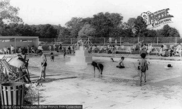 Photo of Arundel, Fitzalan Swimming Pool c.1960