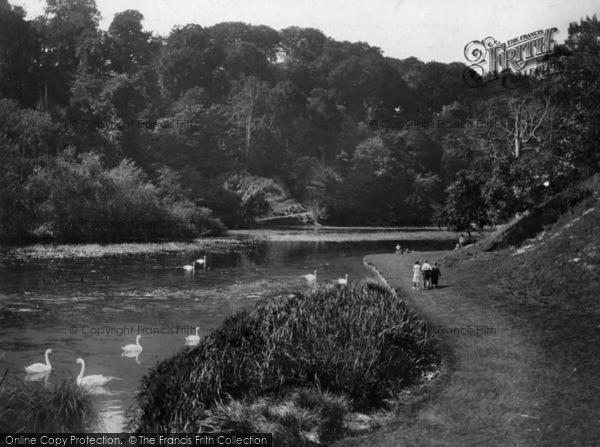 Photo of Arundel, Swanbourne Lake 1930