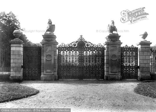 Photo of Ascot, Kings Gates 1906