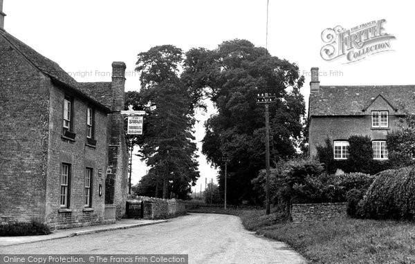 Ascott-Under-Wychwood, the Swan c1950