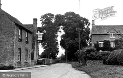 Ascott-Under-Wychwood, The Swan 1950