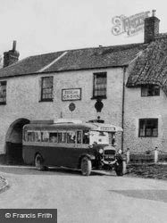 Ashbury, Bus At The Rose And Crown 1930