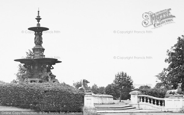 Photo of Ashford, Victoria Park Fountain c.1950