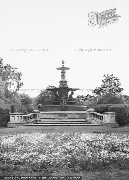Photo of Ashford, Victoria Park Fountain c.1960