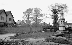 Ashtead, New Road And Fountain 1913