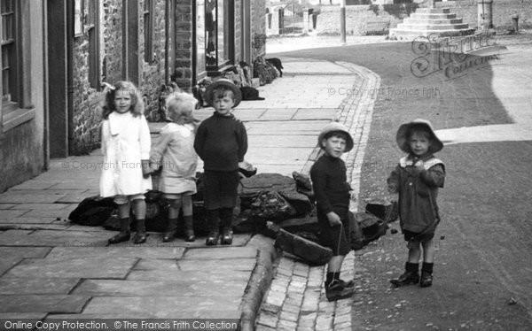 Photo of Askrigg, Children, Main Street 1914
