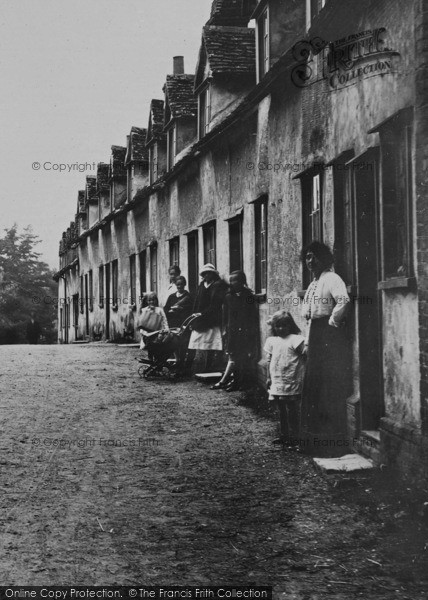 Photo of Audley End, Villagers 1919