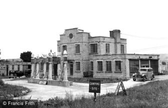 Avebury, Rawlins' Garage and Roadhouse c1945