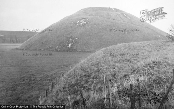 Photo of Avebury, Silbury Hill 1950