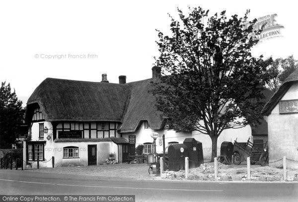 Photo of Avebury, The Red Lion Hotel c.1950
