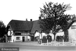 Avebury, The Red Lion Hotel c.1950