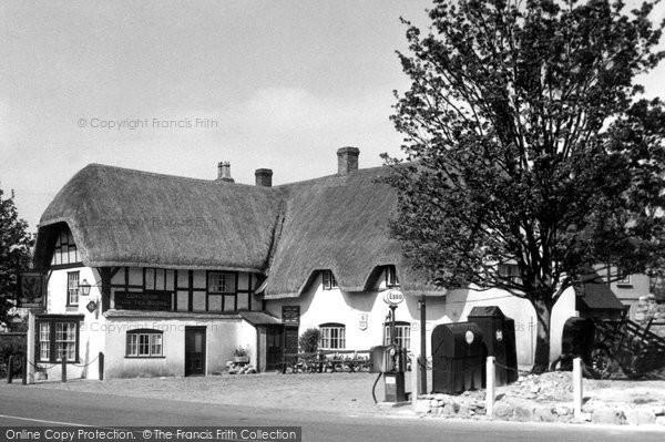 Photo of Avebury, The Red Lion Inn c.1955